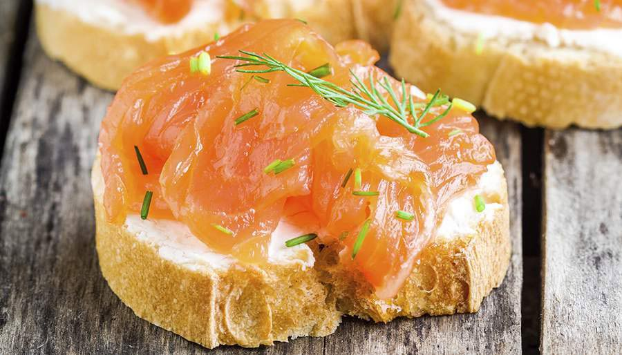 Bread with smoked salmon