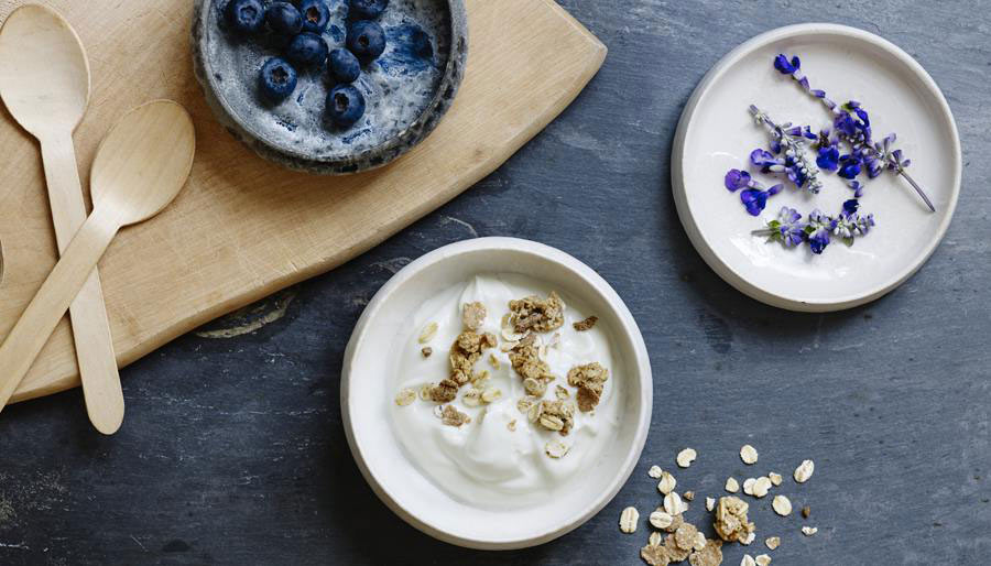 Skyr with blueberries musli and lavender